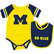 Colosseum Athletics Infant Michigan Wolverines Blue Roll-Out Onsie And Bib Set