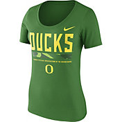 Nike Women's Oregon Ducks Apple Green Football Sideline Scoop T-Shirt